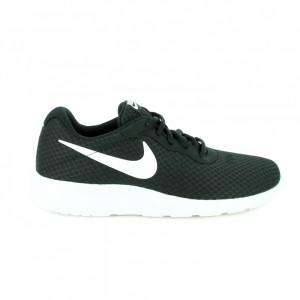zapatillas-deportivas-nike-tanjun-negras-y-blancas