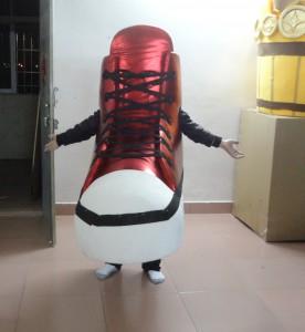 zapato gigante tipo converse