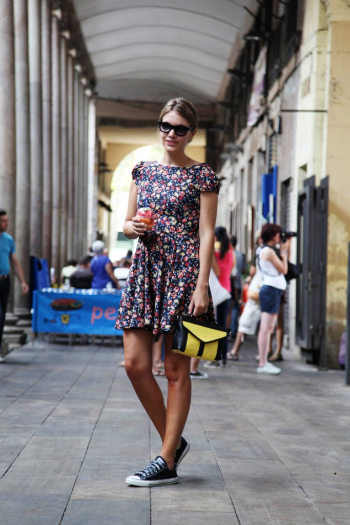 zapatillas converse negras con vestido de flores - querol online
