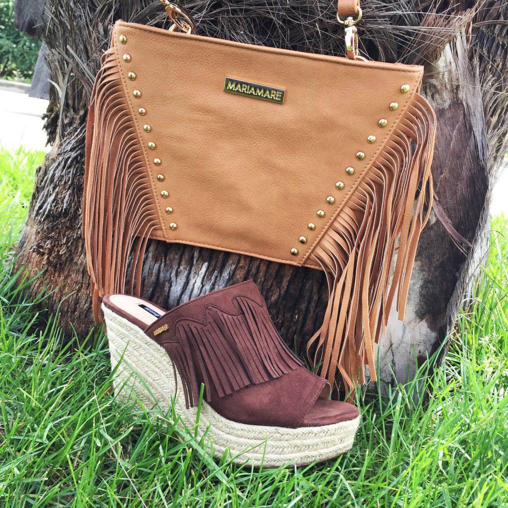 sandalies y bolso de flecos