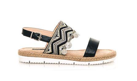 sandalias boho chic negras , tendencias en calzado para 2017