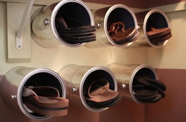 zapatero con cubos metálicos - cómo organizar zapatos