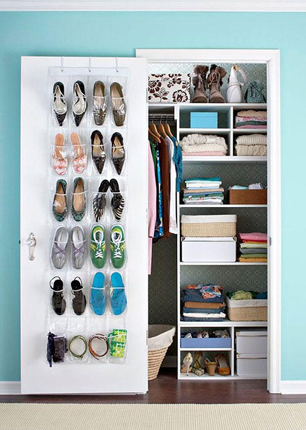 cómo organizar tu zapatero en una puerta con bolsas  - cómo organizar zapatos