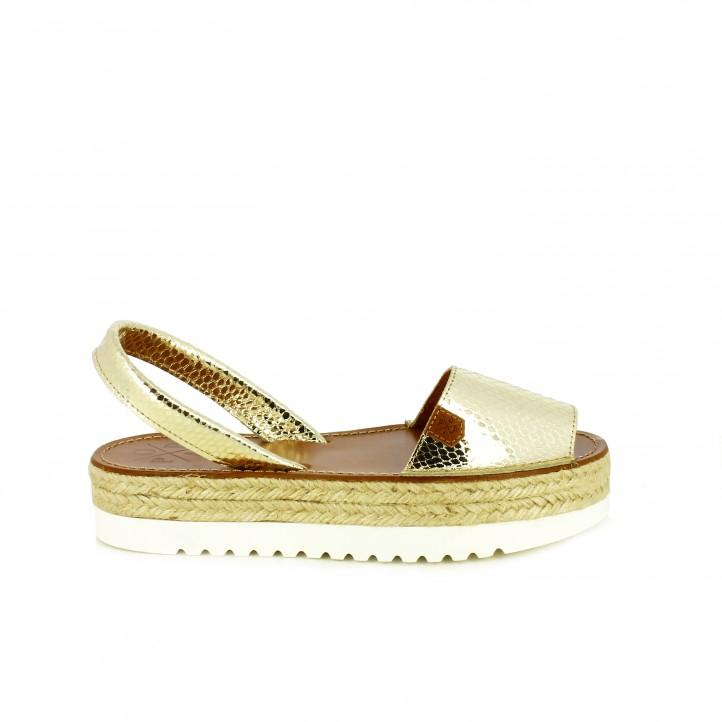 diccionario de zapatos: albarcas popa doradas de piel