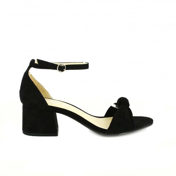 diccionario de zapatos: sandalias tacon chika10 negras con un nudo