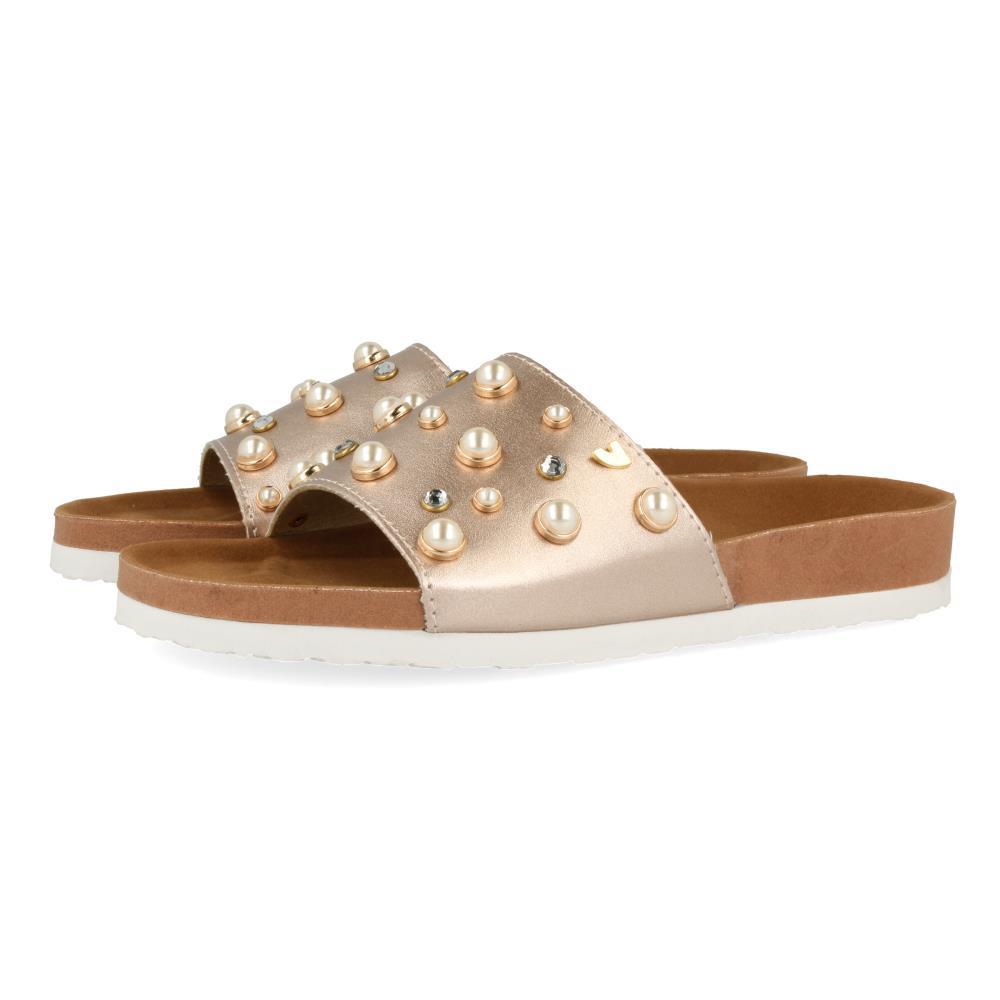 sandalias con perlas, tendencias en calzado 2018