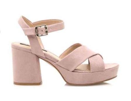 sandalias rosas con tacón