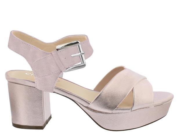 sandalias plateadas con tacón