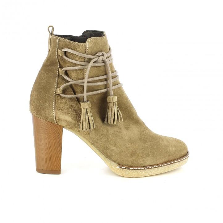 botines tacón dchicas marrones de piel con cordones y borlas - dime qué zapatos llevas