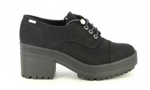 Zapatos de tacón con plataforma y zapatos de tacón ancho