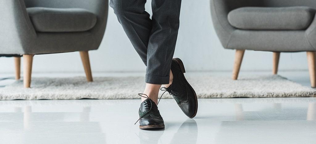 look con zapatos oxford mujer